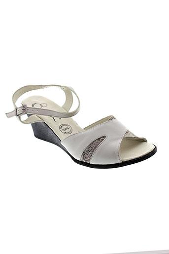 kim sandales et nu et pieds femme de couleur gris