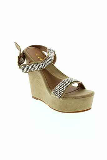 playa sandales et nu et pieds femme de couleur beige