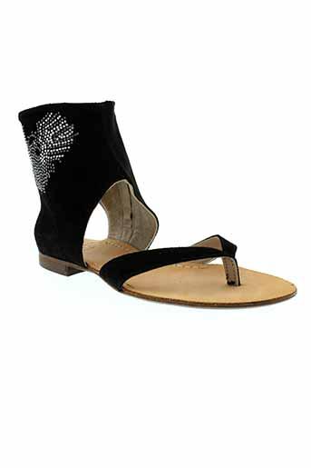 mally sandales et nu et pieds femme de couleur noir