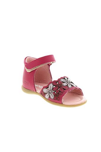 mod et 8 sandales et nu et pieds fille de couleur rose