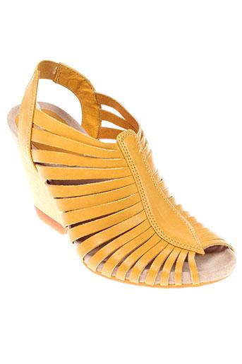 camper sandales et nu et pieds femme de couleur jaune