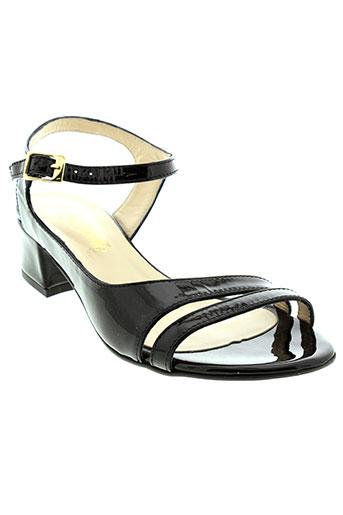 rebelles sandales et nu et pieds femme de couleur noir