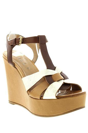 mally sandales et nu et pieds femme de couleur marron