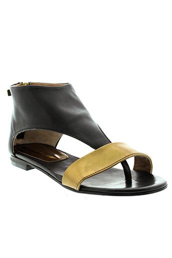 mally sandales et nu et pieds femme de couleur jaune