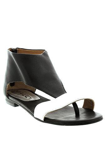 mally sandales et nu et pieds femme de couleur gris