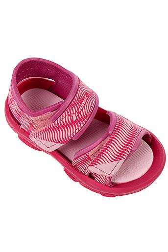 rider et sandals sandales et nu et pieds fille de couleur rose