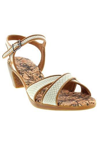 art sandales et nu et pieds femme de couleur gris