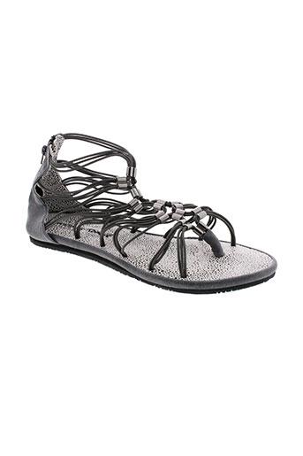 string et tong sandales et nu et pieds femme de couleur gris