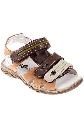gbb sandales et nu et pieds garcon de couleur marron