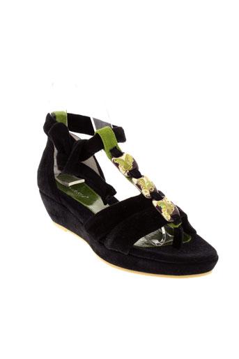 regard sandales et nu et pieds femme de couleur noir