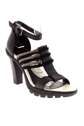 pataugas sandales et nu et pieds femme de couleur noir