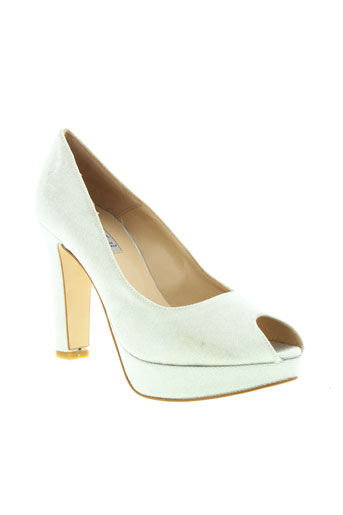 mani chaussures femme de couleur blanc
