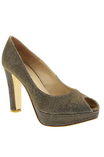 mani chaussures femme de couleur marron