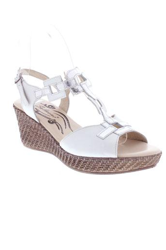 salmone sandales et nu et pieds femme de couleur blanc
