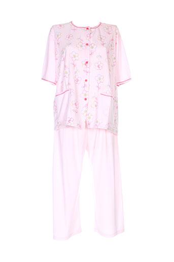 20 et 20 pyjamas et 1 femme de couleur rose (photo)
