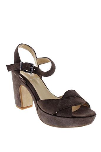 perlato sandales et nu et pieds femme de couleur marron