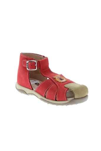 bopy sandales et nu et pieds garcon de couleur rouge