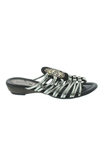 arriva sandales et nu et pieds femme de couleur noir