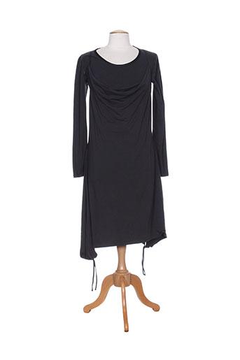 le et petit et baigneur robes et longues femme de couleur gris