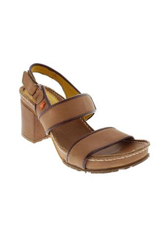 art sandales et nu et pieds femme de couleur marron