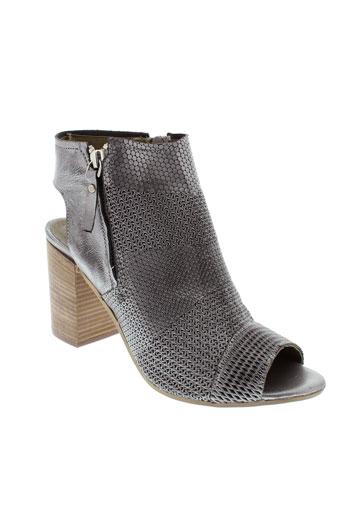 life sandales et nu et pieds femme de couleur gris