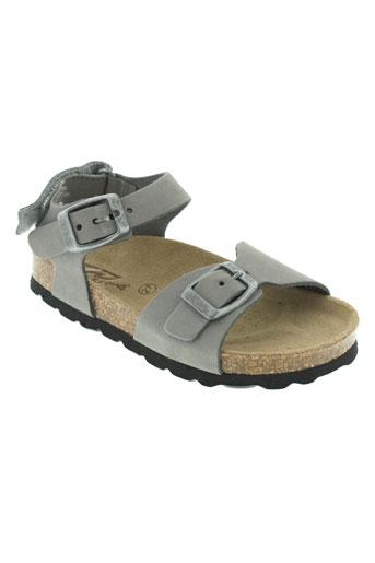 reqins sandales et nu et pieds garcon de couleur gris