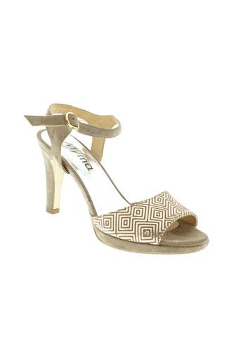 myma sandales et nu et pieds femme de couleur beige