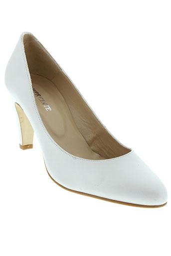 empreinte chaussures femme de couleur beige