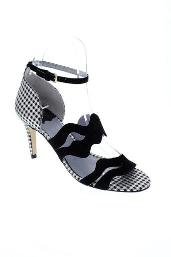 apologie sandales et nu et pieds femme de couleur noir