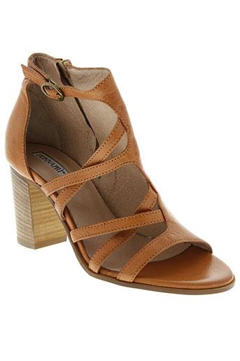 donna et piu sandales et nu et pieds femme de couleur marron